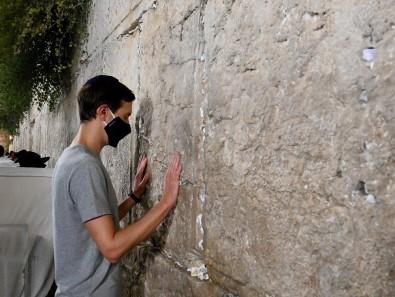 Trump'ın Damadı Kushner, Ağlama Duvarı'nı Ziyaret Etti