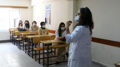 Üniversite Adayları Halk Eğitime Koştu