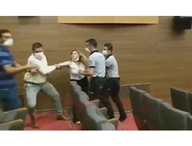 CHP'li Başkan kadın gazeteciyi dövdürdü
