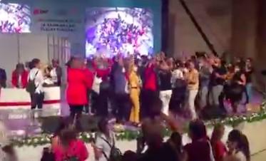 CHP Kadın Kurultayı'nda Cav Bella partisi!