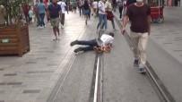 İSTİKLAL CADDESİ - Dilencinin 'oscarlık' duygu sömürüsü performansı polise takıldı