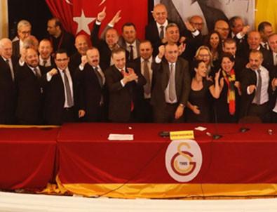 Galatasaray yönetiminde istifa!
