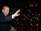 Yüzbinler Başbakan Erdoğan'ı Havalimanında Karşıladı