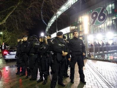 Almanya-Hollanda maçı iptal edildi