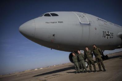 Amerikan Savaş Uçakları Tanıtıldı