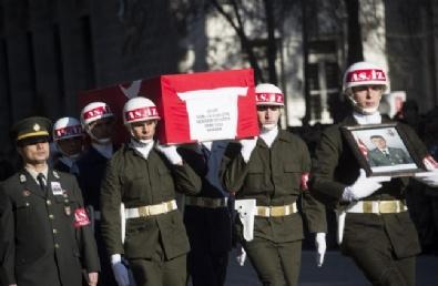 Patlamada Şehit Olan Askerimiz İçin Tören Düzenlendi