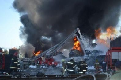 KIEV - Ukrayna'da Yakıt Deposunda Çıkan Yangın Günlerdir Söndüremiyor