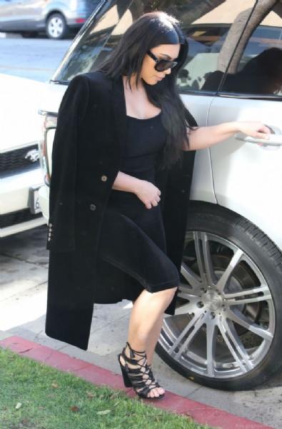 Kim Kardashian Doğum Kilolarını Artık Gizlemiyor!