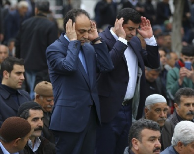 SELAHATTİN DEMİRTAŞ - HDP'den Cuma Namazı Şovu