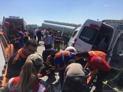 Yolcu minibüsü tankere çarptı: 3 ölü, 11 yaralı