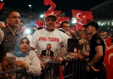 Cumhurbaşkanı Erdoğana İzmirde Coşkulu Karşılama