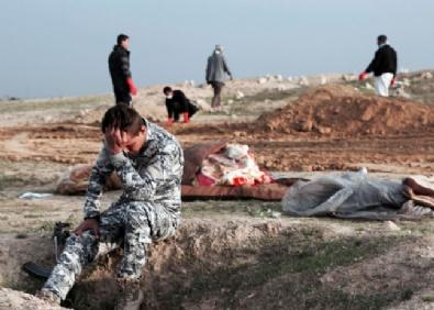 MUSUL - Toplu Mezardan Çıkan Çocuk Cesetlerine Bakamadılar!