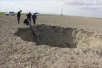 20 Metre Derinliğindeki Obruk Çiftçileri Tedirgin Etti