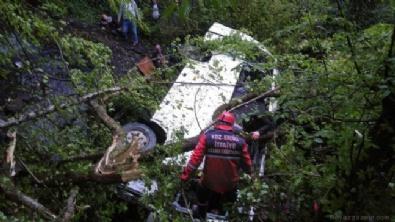 Minibüs 50 metreden uçuruma yuvarlandı