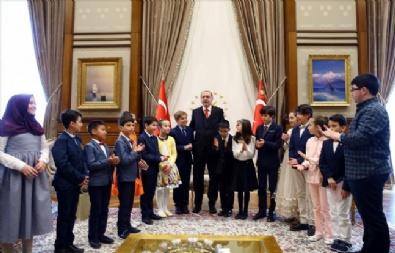 CUMHURBAŞKANLIĞI KÜLLİYESİ - Cumhurbaşkanı Erdoğan Çocukları Kabul Etti
