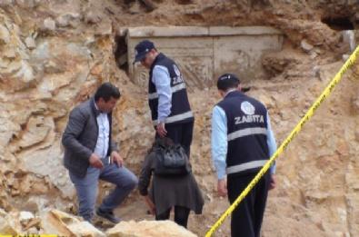 Tuzla'da Yol Çalışmaları Sırasında Yapılan Kazıda Lahit Mezarlar Bulundu