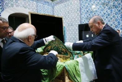 recep tayyip erdogan - Cumhurbaşkanı Erdoğan, Hırka-I Saadeti Ziyaret Etti