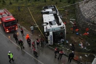 Yolcu otobüsü üst geçitten düştü: 48 yaralı