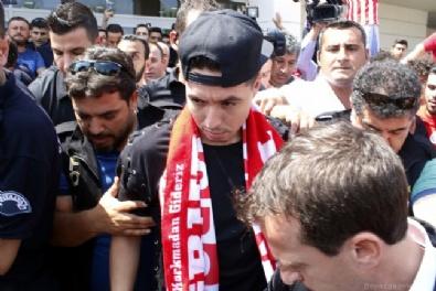 Antalyaspor'dan Nasri'ye coşkulu karşılama!