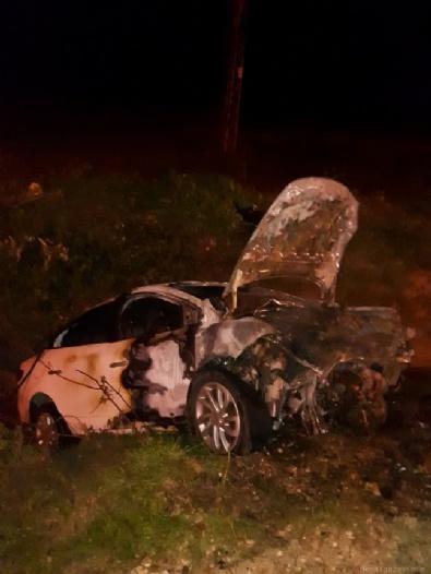 Otomobil Boş Araziye Uçtu: 2 Ölü
