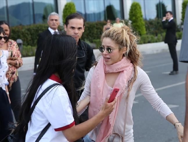 Shakira konseri öncesi Boğaz gezisi yaptı