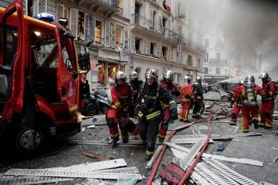 Paris'te şiddetli patlama! Çok sayıda yaralı var...