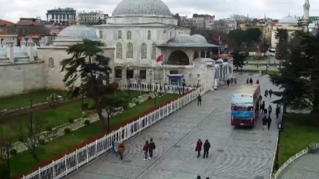 İstanbulun Meydanları Boş Kaldı
