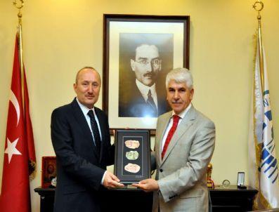 Eskişehir Valisi Kadir Koçdemir Odunpazarı Belediyesi Başkanı Burhan Sakallı'yı Ziyaret Etti
