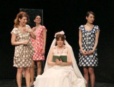 HASİBE EREN - Şehir Tiyatroları'ndan tan 32 oyun