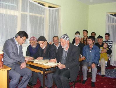 Yaşlılar, Vakitlerini Kur'An Öğrenerek Değerlendiriyor
