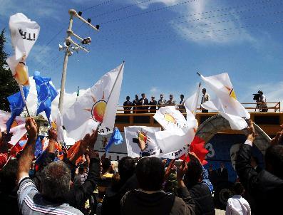 Bakan Davutoğlu'nın Seçim Gezileri Sürüyor
