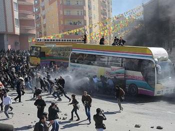 BDP yine yakıp yıktı... Mezarlığı bile tahrip ettiler