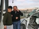 Kamyonet Yolcu Midibüsü İle Çarpıştı: 1 Ölü, 4 Yaralı