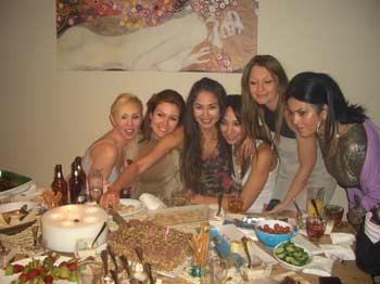 Yasemin Öztürk, Doğum Gününü Arkadaşlarıyla Kutladı