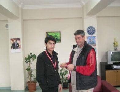 Menderes Anadolu Lisesi Sporda Da İsmini Duyuruyor