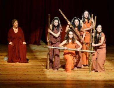 31. İzmir Tiyatro Günleri Sürüyor