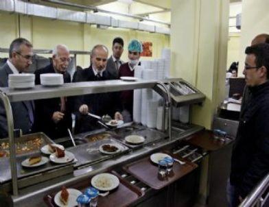 Bayburt Üniversitesi Öğrencilerinden Kutlu Doğum Yemeği İkramı