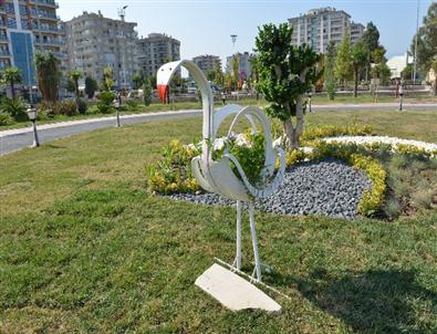Çiğli'de Atık Lastikler Dekoratif Çiçeklik Oldu