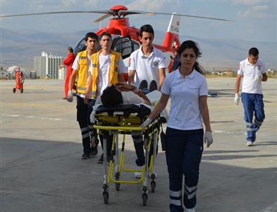 Tortum'da Trafik Kazası: 15 Yaralı
