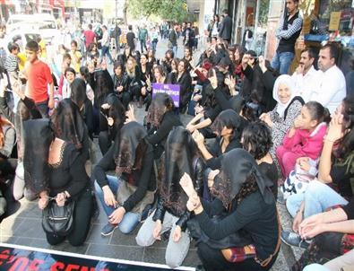 Diyarbakır'da Peçeli ve Zincirli Protesto
