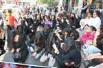 ZİNCİRLİ EYLEM - Diyarbakır'da Peçeli ve Zincirli Protesto
