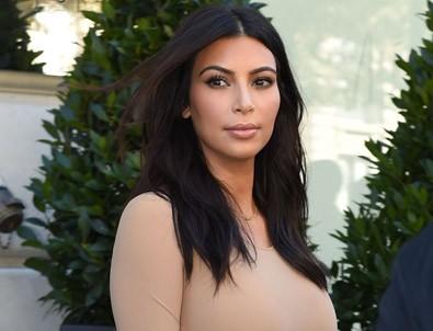 Kim Kardashian korkudan gülemiyor