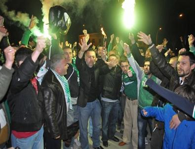 Bursaspor Taraftarı Özlüce'yi Bastı