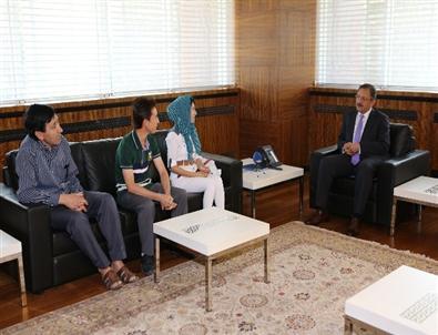 Afgan Mültecilerden Başkan Özhaseki'ye Teşekkür
