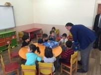 MUHSİN YAVUZ - Başkan Yavuz Minik Öğrencilere Masal Seti Hediye Etti