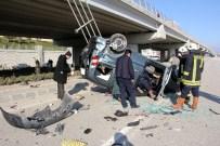 Direksiyon Hakimiyetini Kaybeden Bayan Sürücü, Aracıyla Köprüden Uçtu