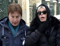 İZZET ÇAPA - Fikret Şeneş'in cenazesinde Ajda Pekkan'a şok