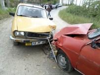 ORHAN ERDEMIR - Demirci'de Trafik Kazası: 5 Yaralı