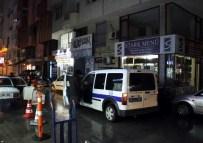 SARA KRİZİ - Antalya'da Bağırarak Ara Sokaklarda Koşan Şahıs Polisi Alarma Geçirdi