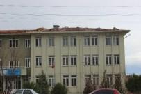 AHMET SELVI - Denizli'de Fırtına Okul Tatil Ettirdi